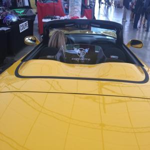 C5 Flags emblem yellow Corvette Convertible WindRestrictor brand wind deflector screen schott jammer block blocker breaker stop OEM